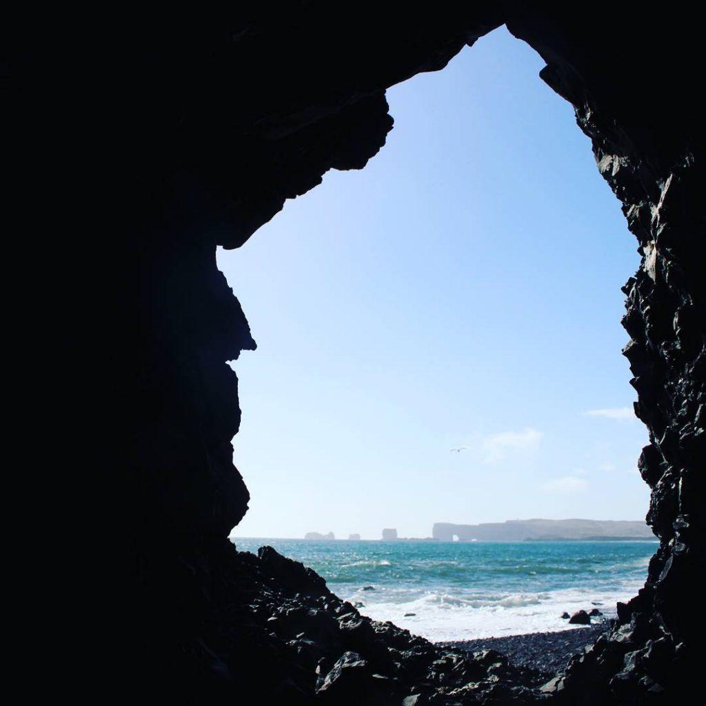 au-bout-de-la-plage-reynisfjara-islande