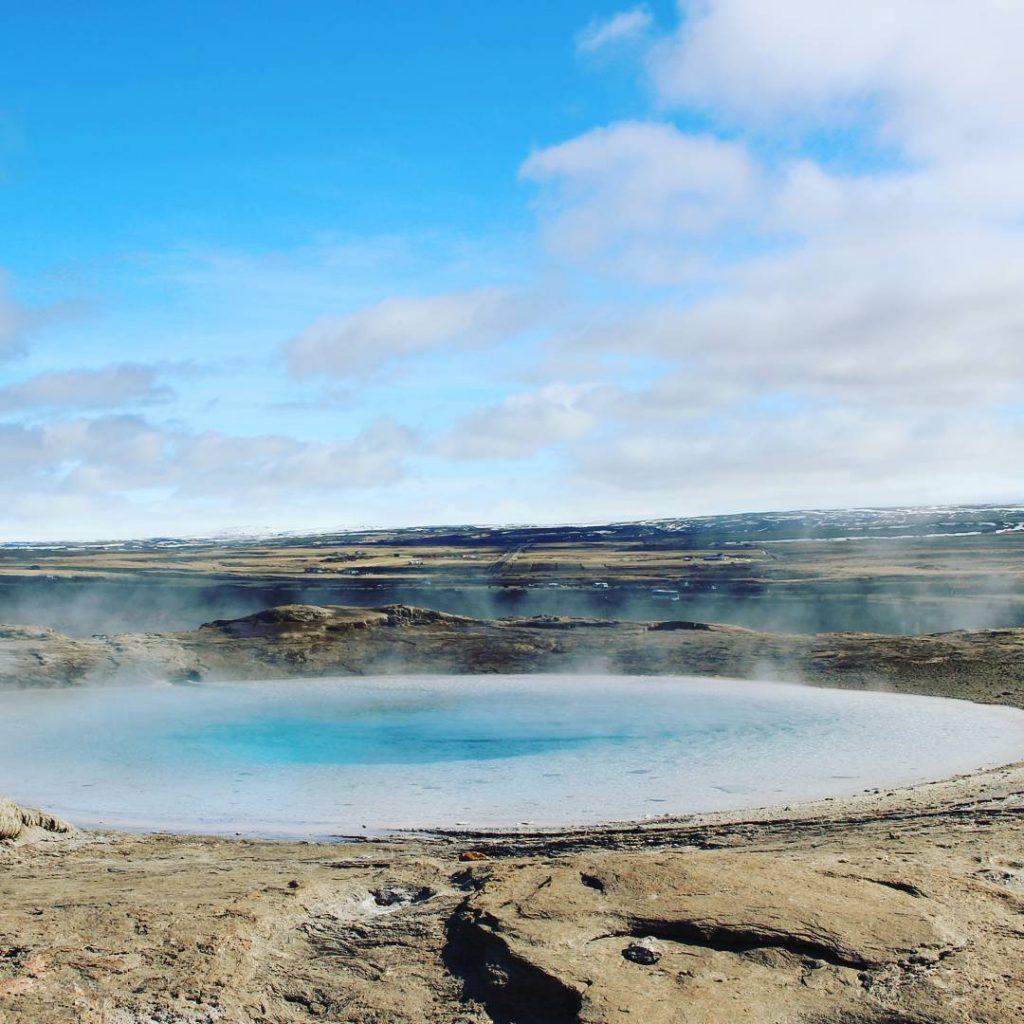 geysir-source-eau-chaude-bleue-islande
